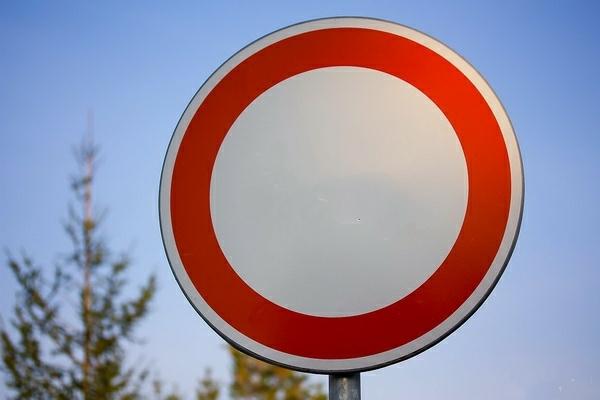 Какое наказание за проезд под знак Движение запрещено