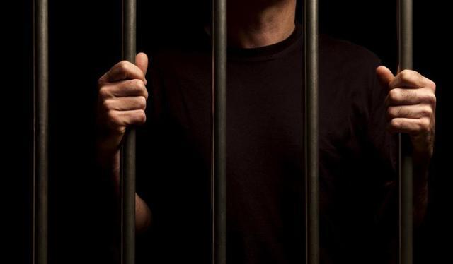 В чем заключается отличие административного правонарушения от преступления?