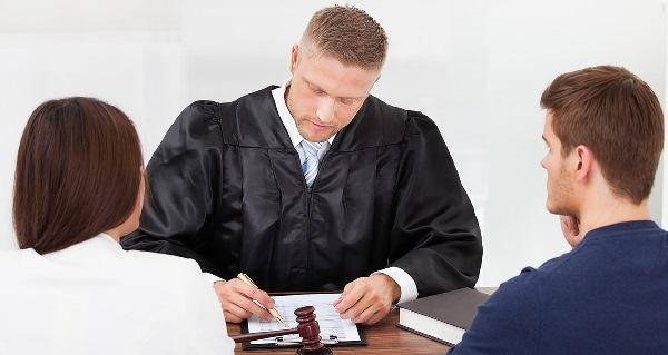 Как подать на развод без мужа в Загсе или суде, чтобы расторгнуть брак быстро и правильно?