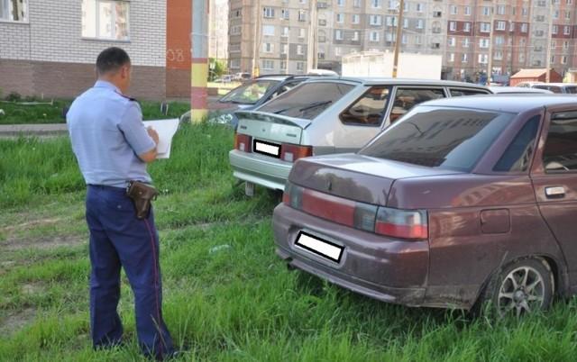 Какой штраф за парковку на газоне в разных городах России?