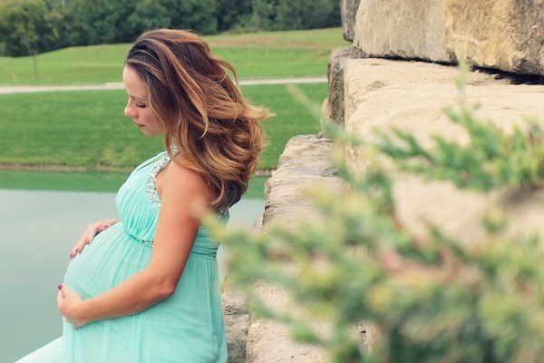 Берут ли беременных на работу официально?