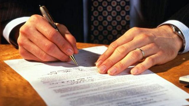 Дарение доли в ООО третьему лицу - нюансы проведения сделки дарения пая