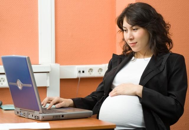 Информация для будущих мам: можно ли встать на биржу труда беременной