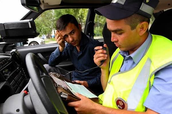 Все нюансы вопроса, какой штраф за езду без прав возлагается на нарушителя