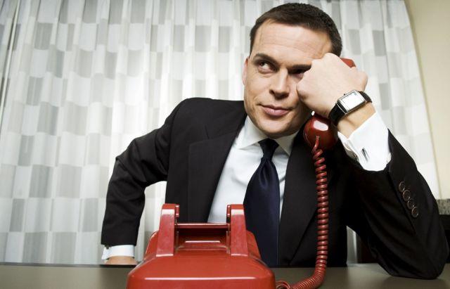 Могут ли коллекторы звонят родственникам должника: имеют ли право и что делать