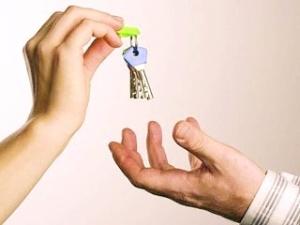 Как подарить машину родственнику? К каким нюансам следует подготовиться?
